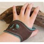 Felt Cuff Peace - Brown an..